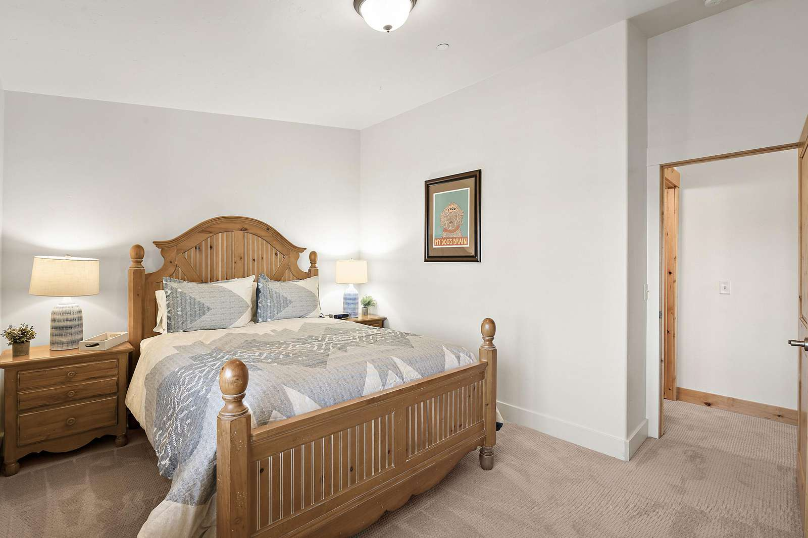 Private guest bedroom