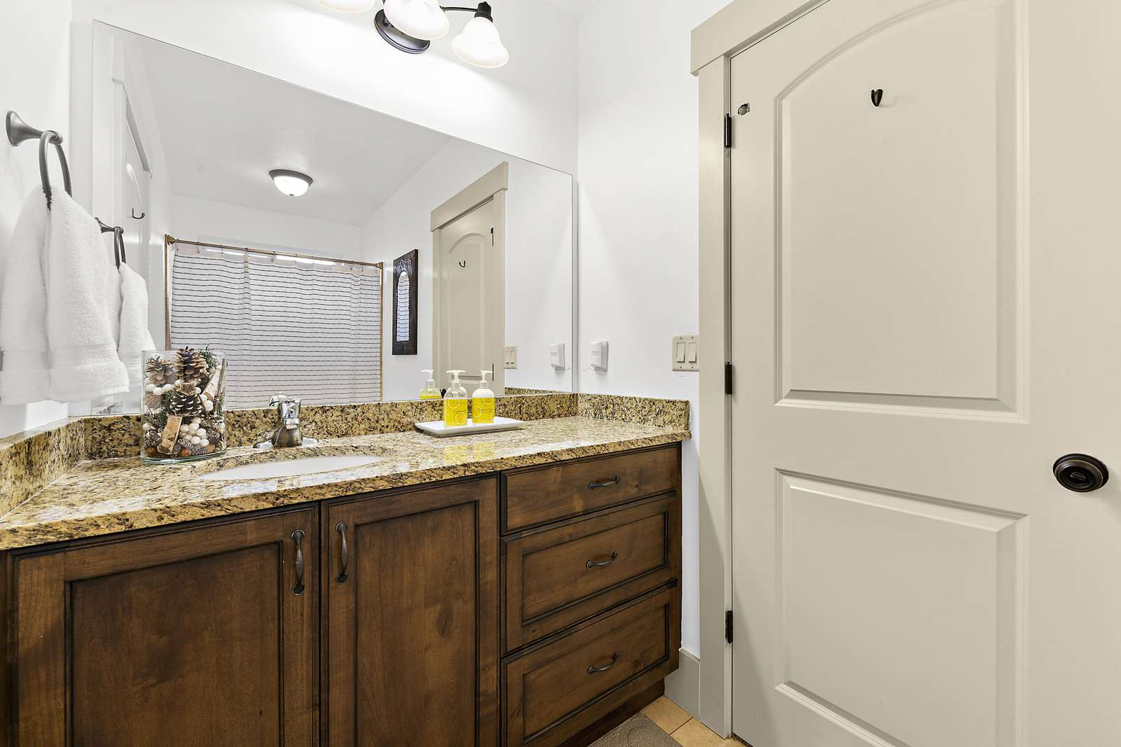 Fully equipped shared bathroom