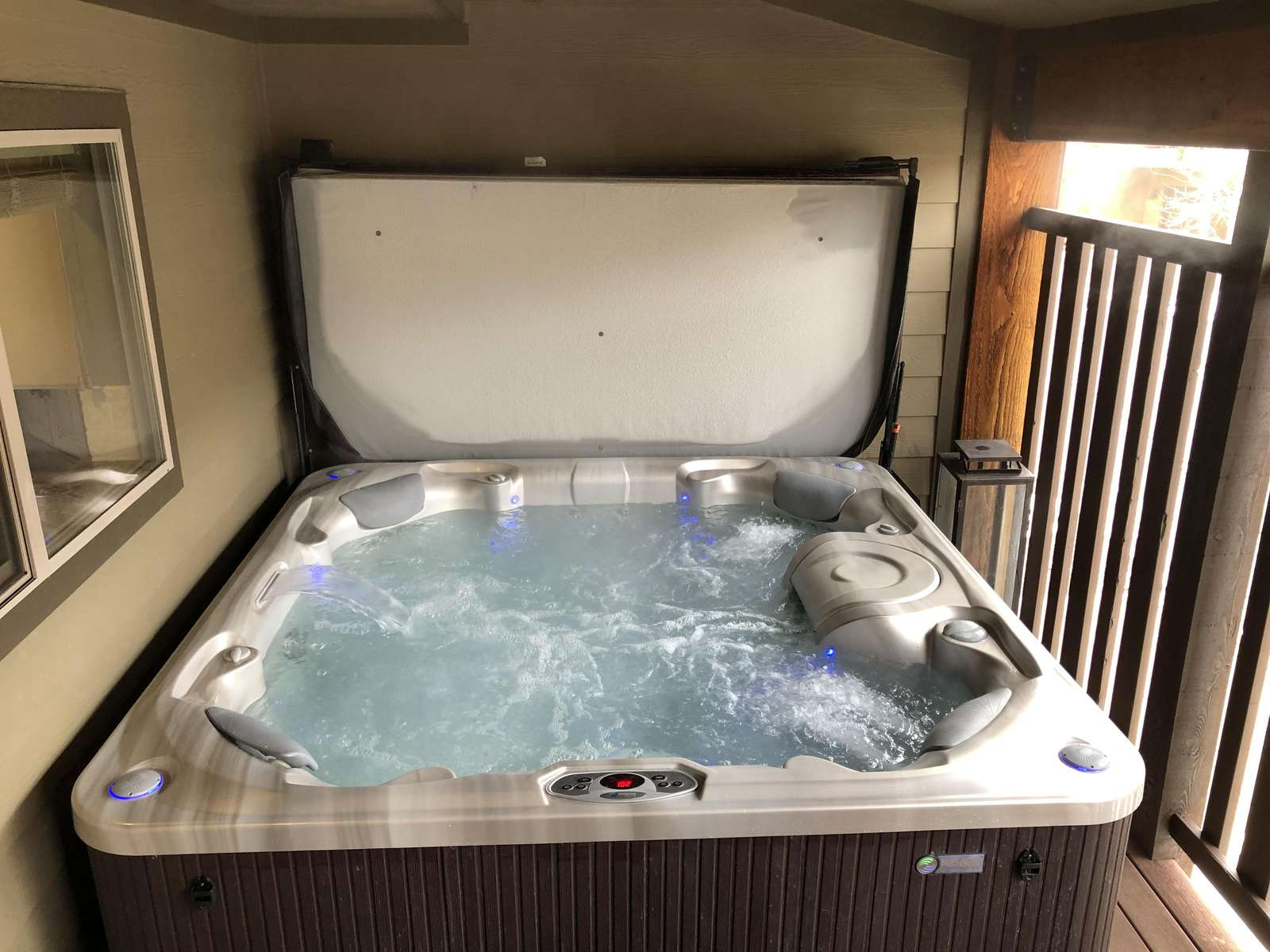 Excellent saltwater hot tub with room for 6