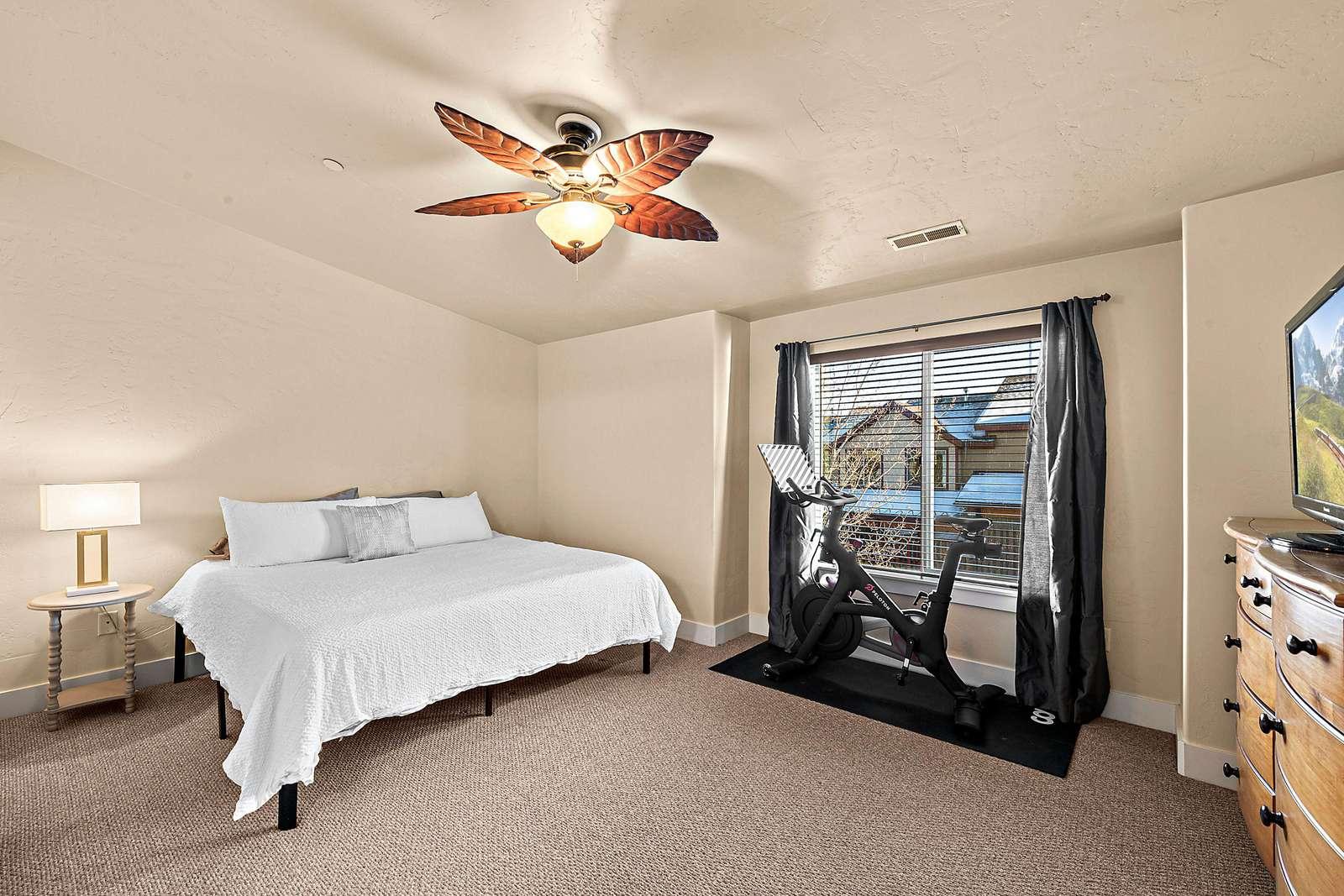 Top floor Master bedroom with en-suite bathroom