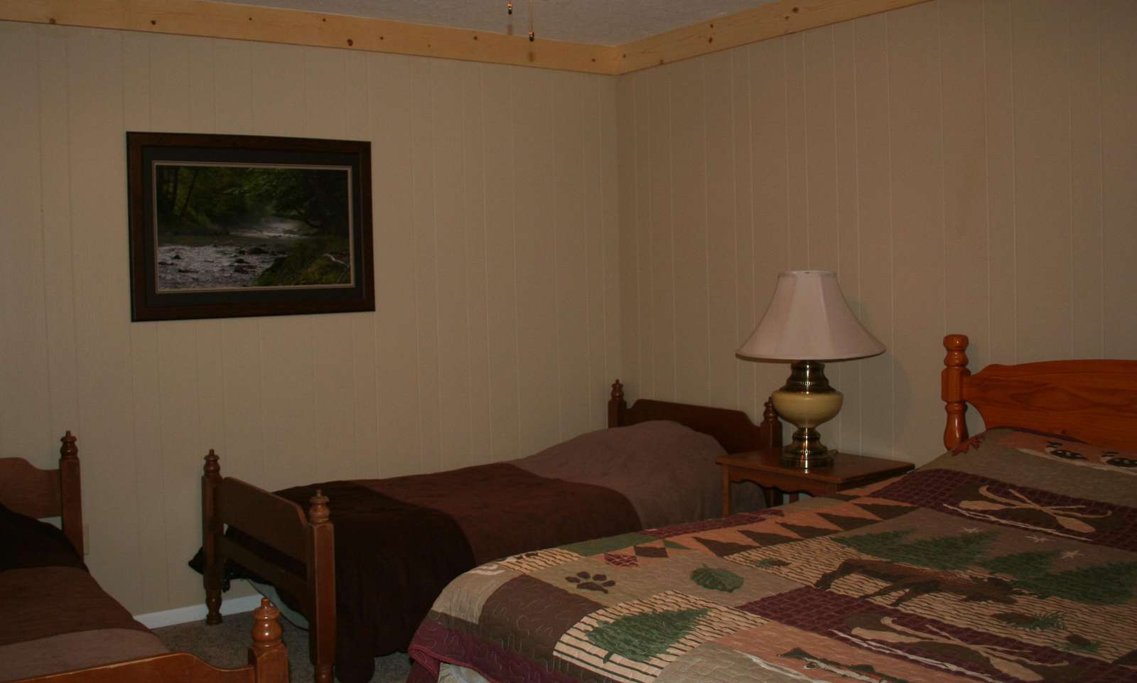 Bedroom with Queen Bed & 2 Single Beds